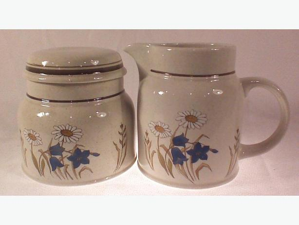 Royal Doulton Hill Top cream & sugar