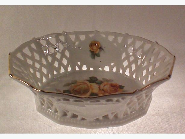 Schumann Bavaria roses porcelain lattice basket