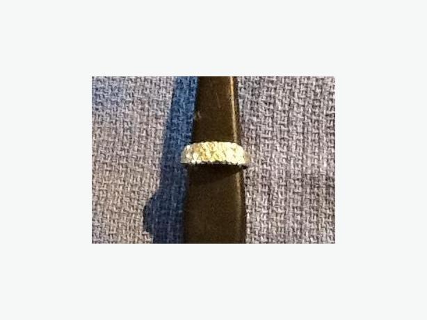 10K gold heart ring