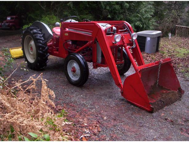1956 Ford Tractor : Ford tractor with jones lift and rear back plow