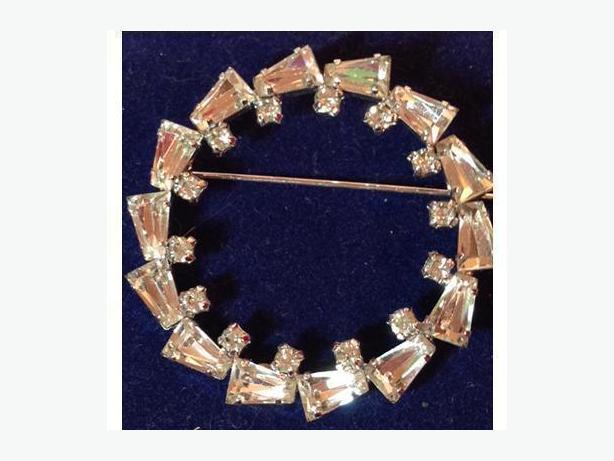Vintage Jay Flex sterling and rhinestone circle/wreath brooch. (Circa 1950)