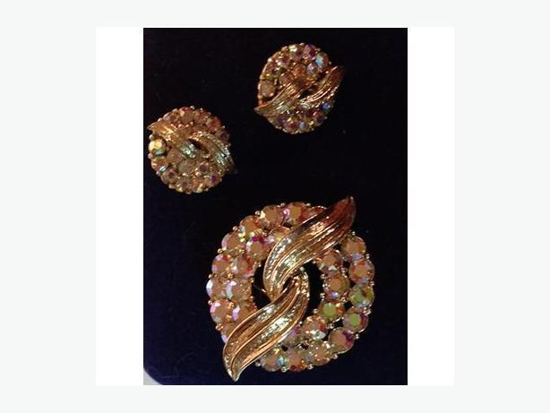 Vintage mid-century Coro rhinestone brooch and earrings