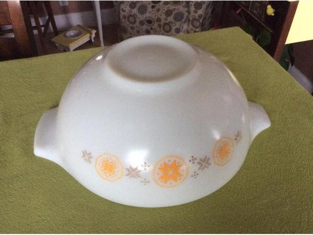 Town & Country Pyrex nesting bowl #444