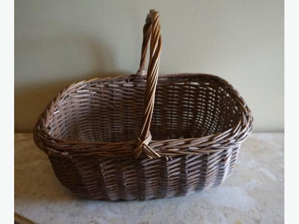 4U2C VINTAGE BASKET MADE IN YUGOSLOVIA