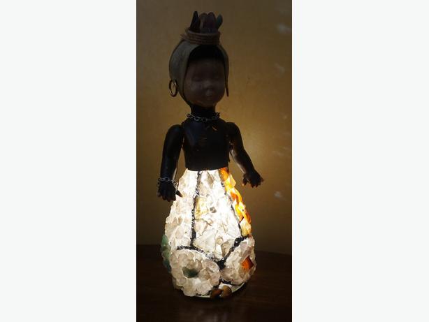 4u2c VINTAGE JAMACIAN LAMP DOLL WITH STONE SKIRT