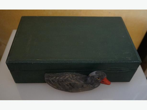 4u2c VINTAGE HAND MADE WOOD BOX WITH DUCK ON FRONT