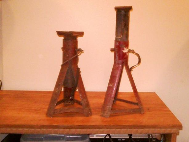 Pair of jackstands.
