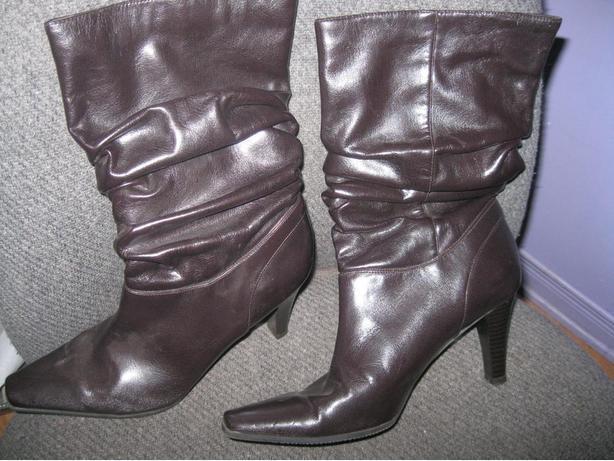 Women's Dark Brown Boots - size 8