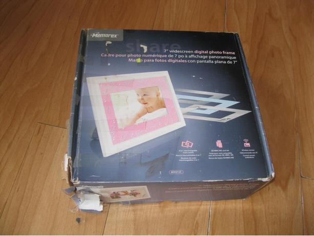 "BRAND NEW MEMOREX 7"" Widescreen digital photo frame"