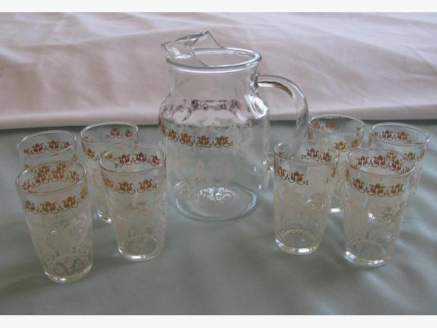 Vintage Hazel Atlas Juice Pitcher Set With 8 Glasses Gold & Lace-Look Print