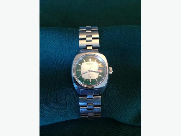 Vintage Ladies SEIKO 17 Jewels 2118-0490 green face