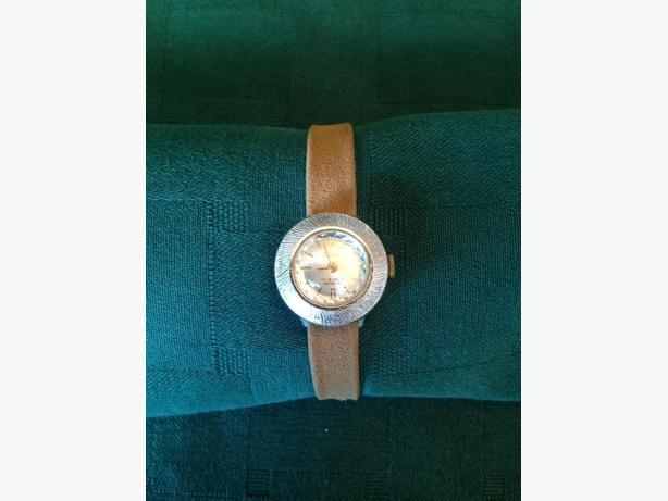 Vintage Ladies CLEBAR 17 Jewels Incabloc Watch