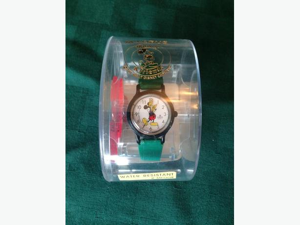 Nice looking LORUS Ladies or Child's Mickey Mouse Watch