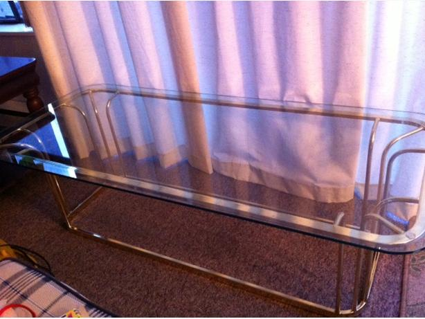 Coffee table glass top victoria city victoria for Coffee tables 16 inches high