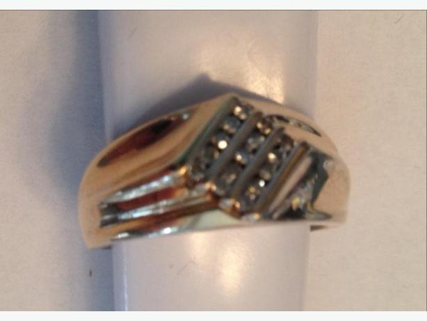 Men's 10K Gold Ring with 15 Diamonds Size  10.5