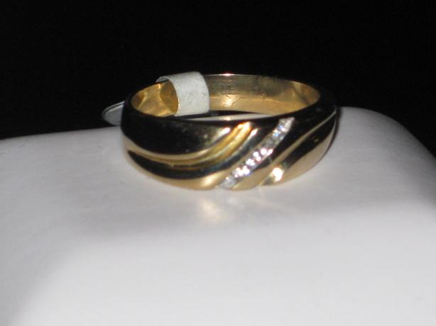price reduced 10k gold ring size 9 25 outside