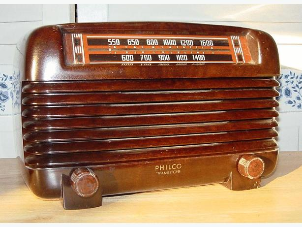 Philco PT-2 Bakelite Antique Radio 1941