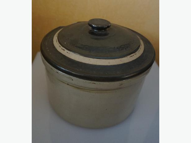 4U2C ANTIQUE STONEWARE POT WITH LID