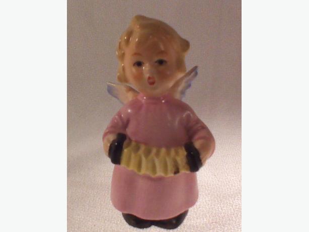 Goebel angel with accordion