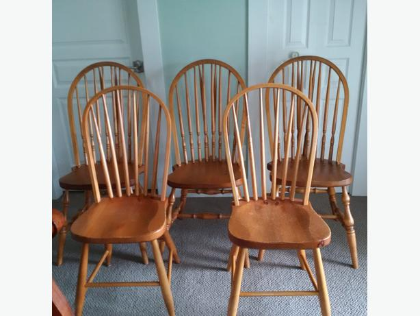 $45 ea Maple Windsor Chairs Made in Quebec Great Shape & $45 ea Maple Windsor Chairs Made in Quebec Great Shape Saanich Victoria