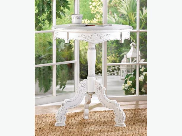 Romantic Distressed White Decorative Wood Round Rococo Accent Table Brand New