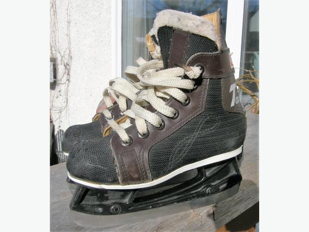 Boys Toddlers CCM TACKS Ice Hockey Skates Size 10 VGC
