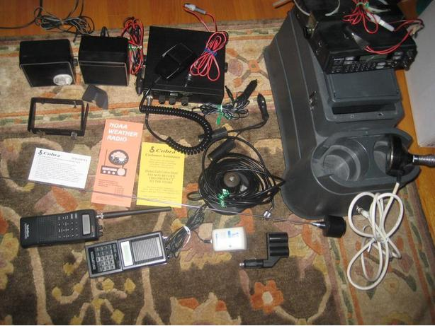 2 x CITIZENS BAND 2-WAY RADIOS  AND SCANNERS