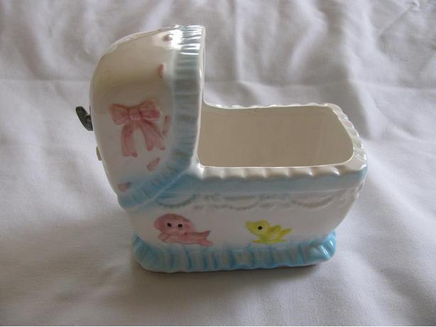 Vintage Musical Baby Bassinette Cradle Nursery Headvase Planter