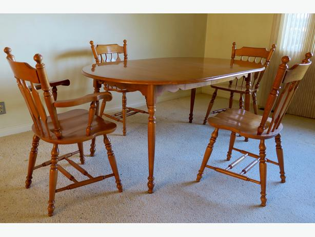 Roxton Maple Dining Table And Chairs
