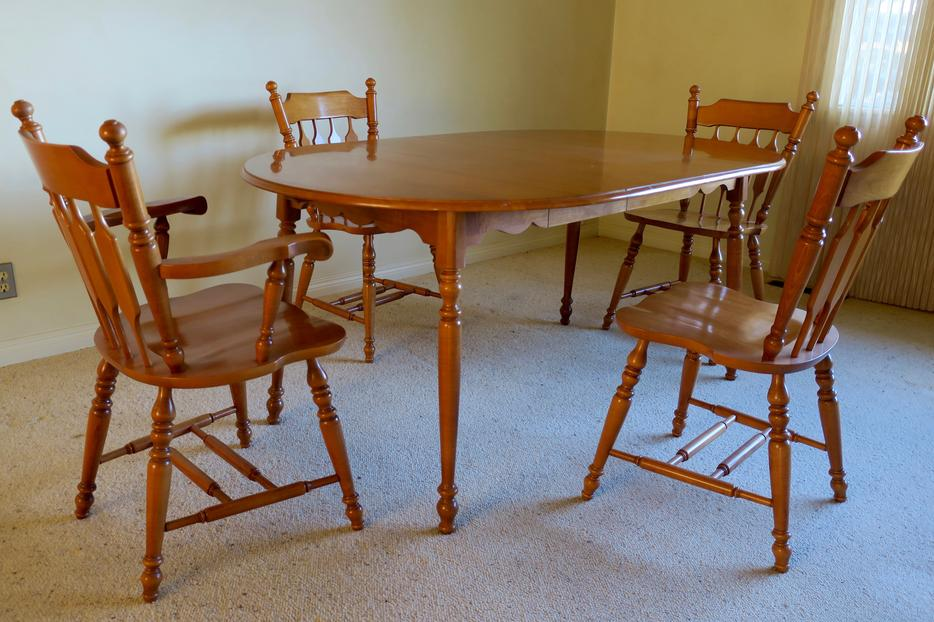 Roxton Maple Dining Table And Chairs North West Calgary