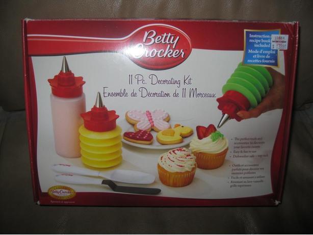 Betty Crocker - 11 piece Decorating Kit