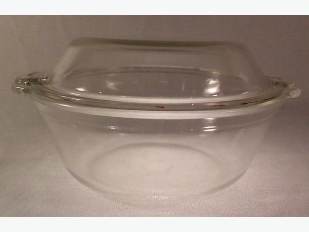 Pyrex casserole round covered