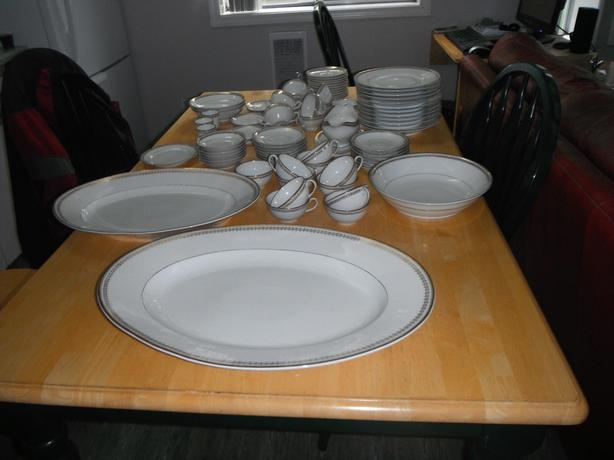 84 pce. Limoges France Elite Works fine china dish set-REDUCED-  Duncan