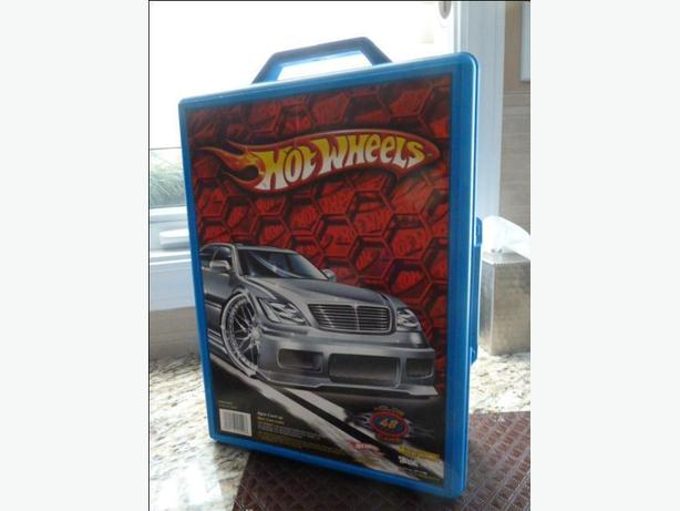 Hot Wheels Molded 48 Car Case and cars
