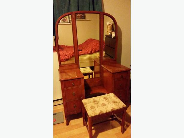Antique Vanity With 3 Mirrors