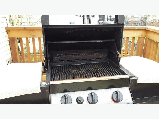 free napoleon gourmet gas grill courtenay courtenay. Black Bedroom Furniture Sets. Home Design Ideas