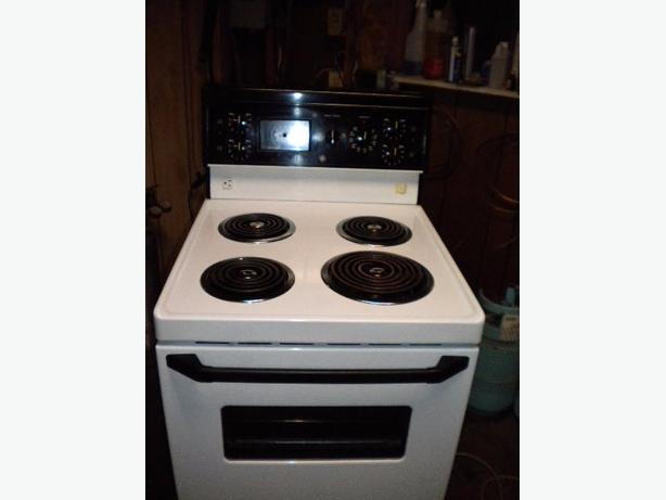 Immaculate white GE apartment size stove Victoria City, Victoria