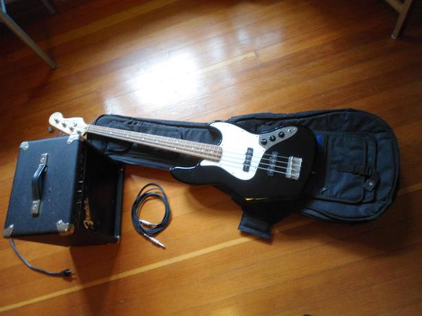 Fender Amp, 8 foot patch chord and guitar case 80$ OBO Victoria City ...
