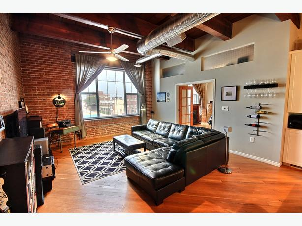 Reduced Price Beautiful 2 Bedroom New York Style Condo