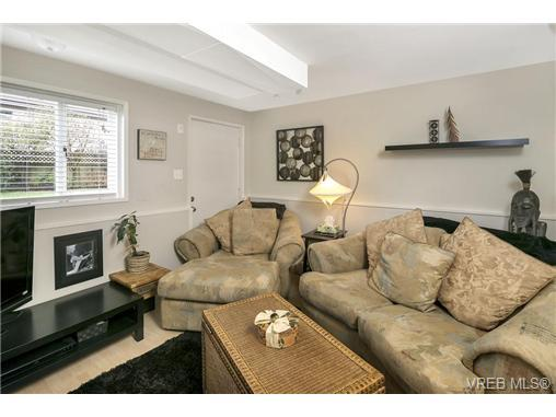 Bright and open house minute to broadmead for sale in law for House with inlaw suite for sale