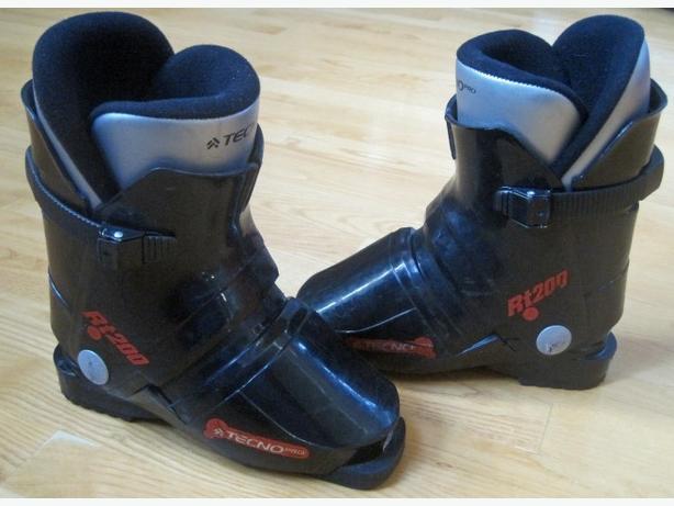 Ski Boots ~ Kid's 19.5 Mondo