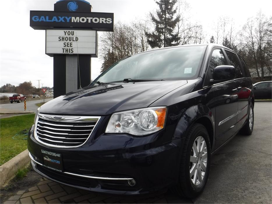 2013 chrysler town country touring leather bluetooth backup camera north nanaimo. Black Bedroom Furniture Sets. Home Design Ideas