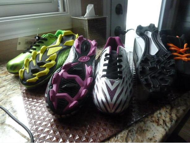 Men's NEW Rawlings Soccer shoes sizes 5-9