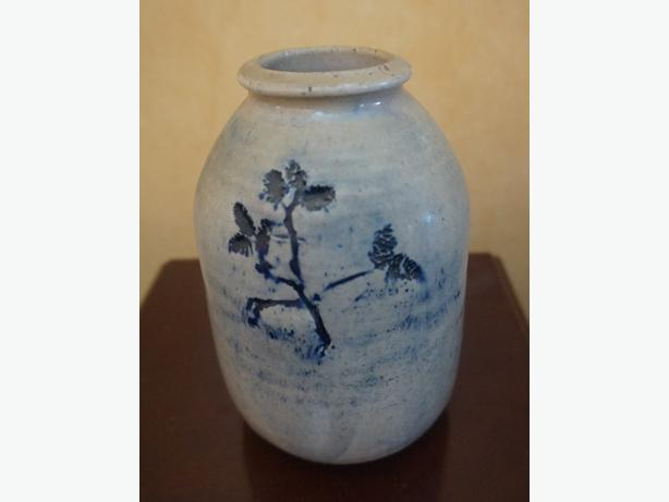 4U2C SMALL JUG VASE POTTERY WITH FLORAL BLUE STYLE MOTIF