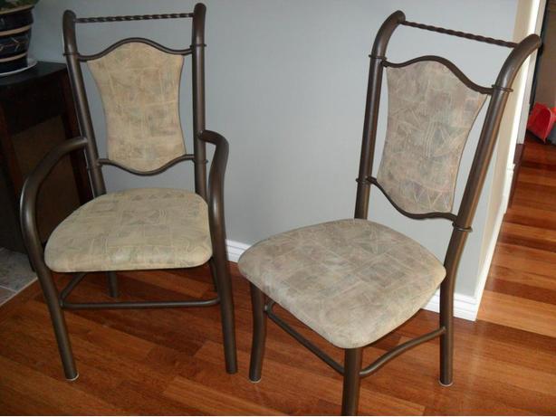 set of six dinning room chairs/ensemble de six chaises pour salle a manger