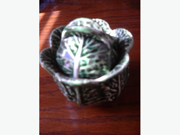 4U2C VINTAGE GREEN CABBAGE LEAF SUGAR BOWL