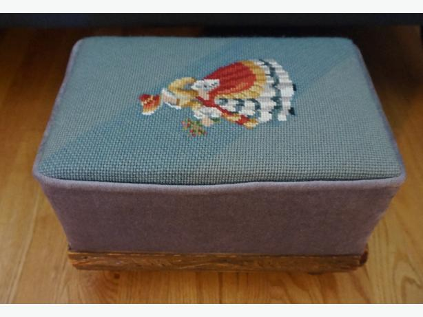 4U2C VINTAGES SQUARE BOX NEEDLE POINT STOOL WITH WOOD TRIM