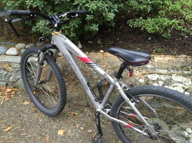 Charming Specialized Hardrock Sport Mountain Bike   Frame Size Small