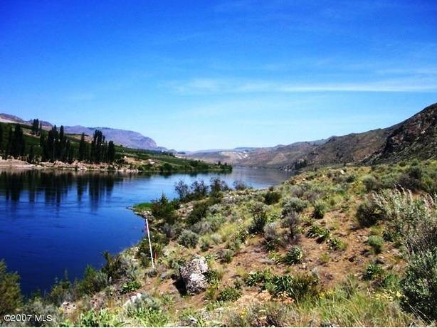 Secluded and serene 20 acres on The Columbia River
