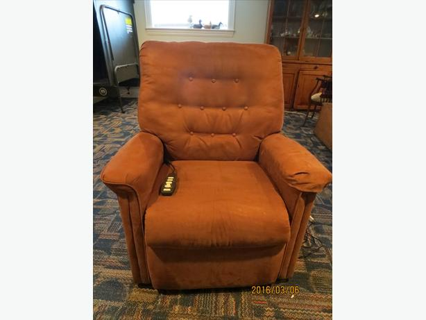 Lift recliner with heat and massage.  Non smoking home.